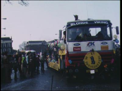 9873 BB02762 Een film van dhr. Steenbergen rond de Zwolse carnavalsoptocht van 1979, met beelden van o.a.- Een ...