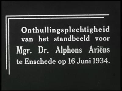 9979 BB00427 Reportage over de onthulling van het standbeeld van dr. Alphons Ariëns op 16 juni 1934 in Enschede. ...