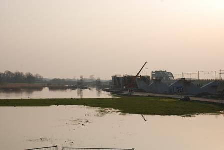 220 DBUITERWIJK-000198 Men is begonnen met de nieuwe spooorbrug bij Zwolle, 2009-04-03