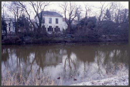 1283 DIA000056 Afbeelding van een huis aan de Potgietersingel in Zwolle van over de gracht gezien., 2002-01-11