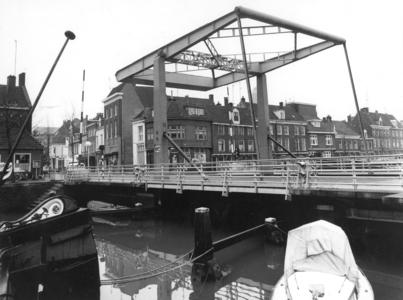 3577 FD001865 Buitenkant en Vispoortenbrug uit het noordoosten in 1975., 1975-00-00