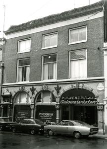 4119 FD001271 Pand aan de Bloemendalstraat hoek Bethlehems Kerkplein in het cenrum van Zwolle. In het pand is ...