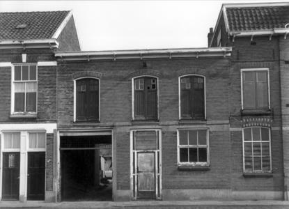 4658 FD000680 Woningen en bedrijfspanden aan de Assiesstraat. Deze panden zouden spoedig gesaneerd worden., 1972-00-00