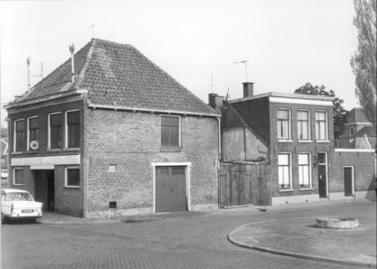 4665 FD000687 Bedrijfspand aan de Assiesstraat; eigenlijk Koningshoek met Viskorvengang. Het hoekpand was in gebruik ...