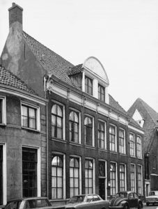 4705 FD001307 Het woonhuis van de dichter Rhijnvis Feith (1753-1824) in de Bloemendalstraat in het centrum van de stad. ...