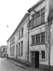 5197 FD000034 Bitterstraat gezien uit het westen in 1959 op de hoek van de Broerenstraat / Weeshuis in de Zwolse ...
