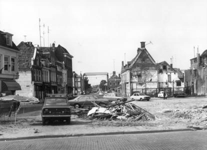 5208 FD000041 Stadssanering 1972 sloop panden aan de Vispoortenplas hoek Achter de Broeren uit het zuiden gezien ...