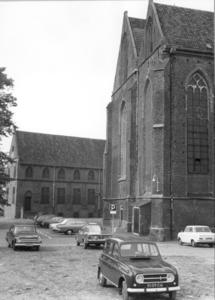 5212 FD000045 Broerenkerkplein met Librije en Broerenkerk uit het zuiden gezien, 1972 in de Zwolse binnenstad., 1972-00-00