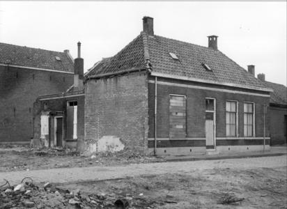 5807 FD000089 Akkerstraat 2 voor de helft dichtgetimmerd, 1971.De Akkerstraat lag in de Bollebieste (Dieze-west) en ...