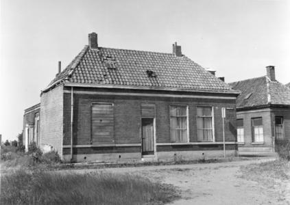 5808 FD000090 Akkerstraat 2 voor de helft dichtgetimmerd, 1973.De Akkerstraat lag in de Bollebieste (Dieze-west) en ...