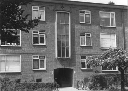 6375 FD000103 Albert Cuypstraat gezien naar het noorden. Moderne woningbouw aan de westzijde van de straat., 1973-00-00
