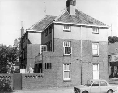 6390 FD000119 Alexanderstraat, hoekhuis met DAF geparkeerd., 1973-00-00