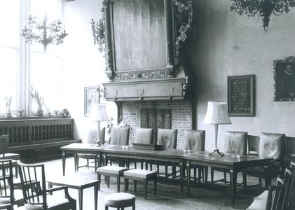 6822 FD012803 Interieur van de Schepenzaal in het stadhuis van Zwolle, ingericht voor huwelijksvoltrekking zonder ...