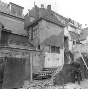 7572 FD000208 Afbraak van muur aan A-Plein zuidzijde bij de Roggenstraat, 1984., 1984-00-00