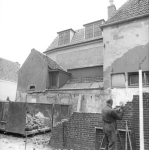 7573 FD000209 A-Plein zuidzijde bij de Roggenstraat, 1984. Afbraak en restauratie. Rechts het merkwaardige torenhuisje. ...