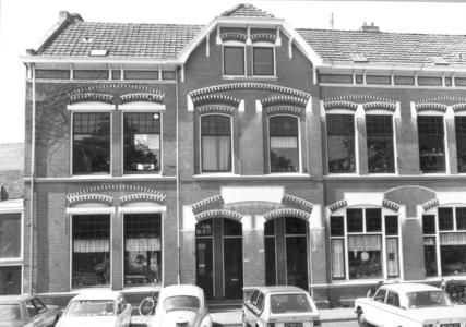 9887 FD000320 Assendorperplein gezien naar de zuidoostkant nrs 10 en 12a. Assendorperplein nrs 2-12 ontworpen 1906 door ...