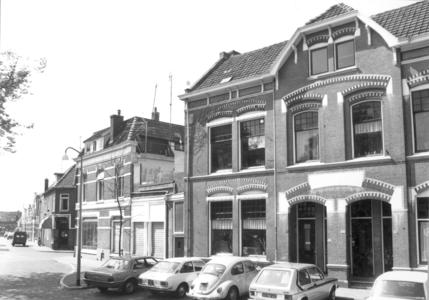 9889 FD000322-01 Assendorperplein 10-12 zuidzijde gezien naar de Groenestraat. Assendorperplein nrs 2-12 ontworpen 1906 ...