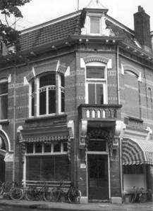 9897 FD000329 Assendorperplein 19b, 1977: handelsonderneming in zonweringen G. Jansen. Assendorperplein 17-19 1904 ...