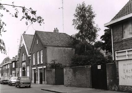 9935 FD001034 Woningen en bedrijfsgebouwen aan de Berkumstraat in de wijk Diezerpoort., 1973-00-00