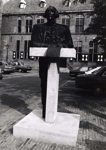 9948 FD001050 Bethlehems kerkplein met het standbeeld van Joan Derk van den Capellen tot den Pol in het centrum van ...