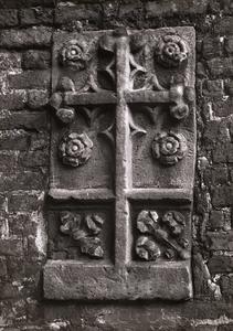 9950 FD001052 Zuidmuur van de voormalige Bethlehem Kerk met ingemetseld de grafsteen van Johannes à Kempis, broer van ...