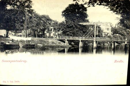 1233 PBKR3197 De Sassenpoortenbrug (ophaalbrug 1861-1907), gezien vanaf het Klein Wezenland (vanaf 1930 Burg. van ...