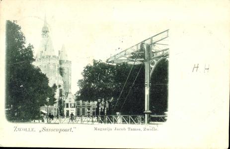 1252 PBKR3216 De Sassenpoortenbrug (ophaalbrug 1861-1907) en de Sassenpoort (in 1898 gerestaureerd en van een gotisch ...