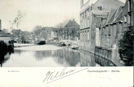 1280 PBKR3779 Oostelijk deel van de Thorbeckegracht gezien vanaf de Diezerpoortenbrug. Rechts de Marsman (pak)huizen ...