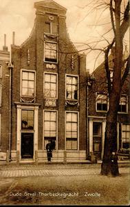1287 PBKR3786 Thorbeckegracht 17 (rijksmonument): pand met klokgevel met vier grote pilasters, gedekt door driehoekig ...