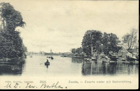 1326 PBKR4360 Zwartewater, op de achtergrond links de witte hekken van de Badinrichting (BZZ) aan de Katerdijk, ca. ...