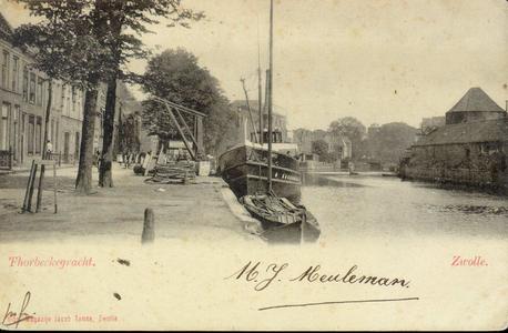 1502 PBKR3821 Thorbeckegracht met stoomboot Kampen afgemeerd aan de noordelijke loswal tegenover de Pelsertoren, naar ...