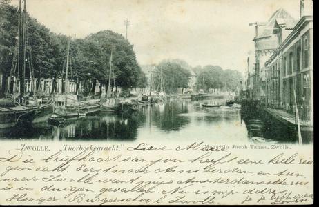 1511 PBKR3830 Thorbeckegracht met binnenvaartschepen en rechts de Wijndragerstoren en pakhuizen aan de Waterstraat , ...