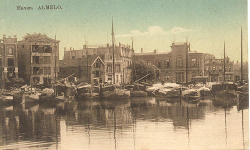 1604 PBKR5534 Almelo, haven met binnenvaartschepen, 1910. Op tweede pakhuis van links opschrift D. Polak ., 1910-00-00