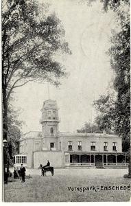 1803 PBKR5553 Enschede, Volkspark met gebouw, 1910-1912.Het Volkspark werd als park ingericht in 1872. De inrichting ...