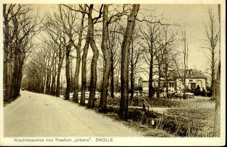 1909 PBKR3866 Eerste bocht in de Wipststrikkerallee vanaf de stad waar deze overgaat in de Oude Almelose weg. Rechts ...