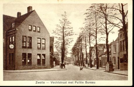 1929 PBKR3886 Vechtstraat ca. 1930-1935 gezien uit de Thomas a Kempisstraat naar het zuidoosten. Links het ...