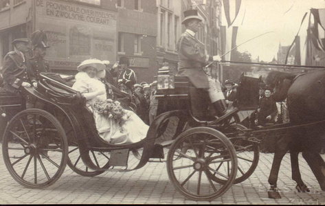 1977 PBKR4474 Koninklijk Bezoek Zwolle 27-30 mei 1921. Rijtuig met Koningin Wilhelmina en Prins Hendrik op de Grote ...