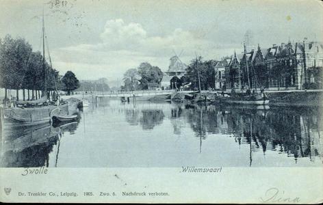 221 PBKR4164 Willemsvaart en Emmawijk met Keersluisbrug en twee molens gezien naar het noorden. Enkele afgemeerde ...