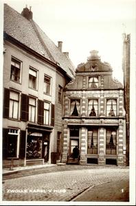 2330 PBKR3396 Gezicht op het Karel V huis (rijksmonument) aan de Sassenstraat te Zwolle, ca. 1923. Oorspronkelijk ...