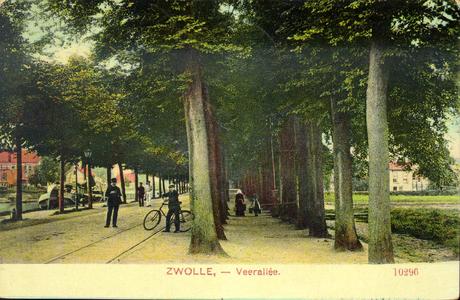 2342 PBKR3944 Veerallee met rails van de paardentram ca. 1905, links de Willemsvaart. Rechts boerin met kind en ...
