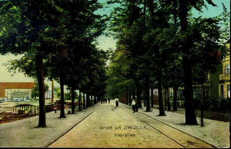 2364 PBKR3966 Veerallee naar het zuidwesten gezien met tramrails en wandelaars in de mode van 1910., 1910-00-00