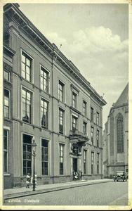 2534 PBKR3420 Gezicht op de voorgevel van het stadhuis in de Sassenstraat 2, ca. 1935., 1935-00-00