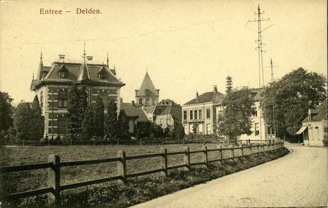 2906 PBKR5774 De Hengelosestraat in de richting van het centrum van Delden. Het tweede gebouw van rechts is hotel De ...