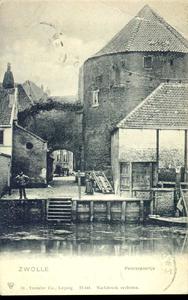 2988 PBKR4049 Gezicht van over de gracht op Pelserpoortje en Pelsertoren aan de Waterstraat (nu Pletterstraat), 1901. ...