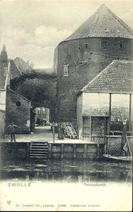 2989 PBKR4050 Pelserpoortje aan de Waterstraat, 1901. Op de voorgrond de Thorbeckegracht. Het Pelserpoortje is een ...