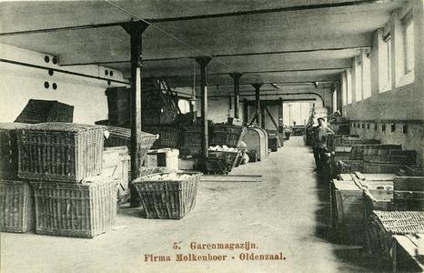 322 PBKR5893 Garenmagazijn van de Koninklijke Oldenzaalsche Stoomweverij vh J.H. Molkenboer Jr. (1872-1967). De ...