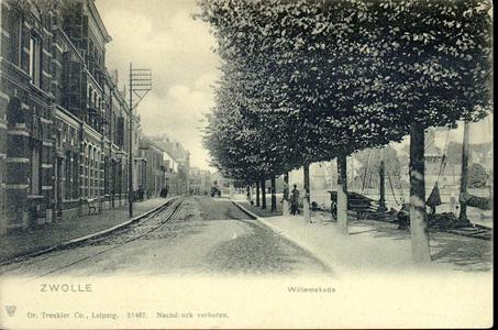 3227 PBKR4109 Willemskade ca. 1905, naar het noorden gezien met links een houten telefoonpaal, rails paardentram, ...