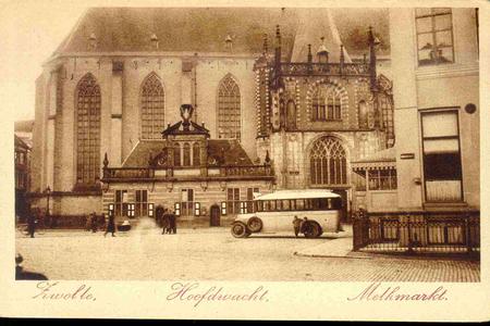 3601 PBKR0140 Gezicht op de Grote Markt, voor de aanleg van de rotonde (1929) ca. 1925 Grote Markt 20: Hoofdwacht en ...