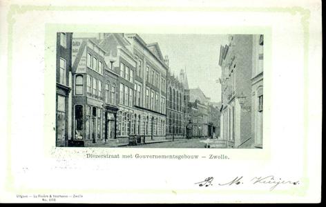 3664 PBKR0741 Gezicht in de Diezerstraat met het Provinciehuis (Diezerstraat 80) vanuit de Smeden, ca.1900. In het ...