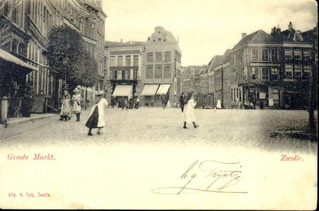 3693 PBKR1305 Grote Markt ca. 1900. Vanaf links: Grote Markt 12, meubelzaak van W.J. Bomhof en Zn.; Grote Markt 11: ...